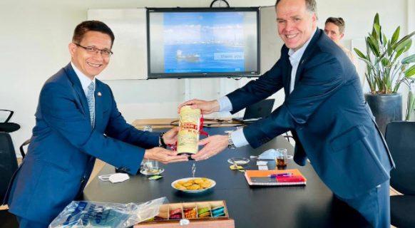 Ambassador J. Eduardo Malaya visits The Consulate of the Philippines in Rotterdam